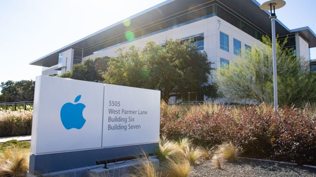 Donald-Trump-will-visit-Apple-plant-in-Austin-next-week