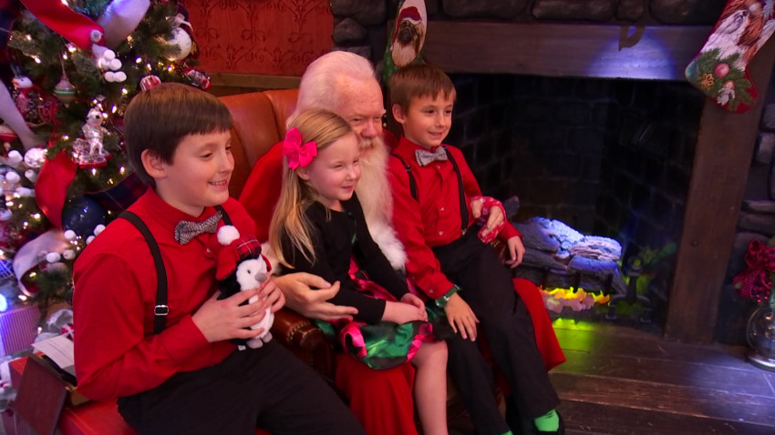 Families-Visited-the-Same-Santa-Claus-for-31-Years