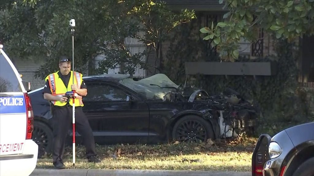 Crash-near-White-Rock-Lake,-Dallas-officer-to-be-in-critical-condition